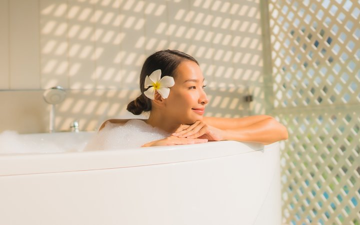 Indulge In A Nourishing Bath Ritual With These Tips