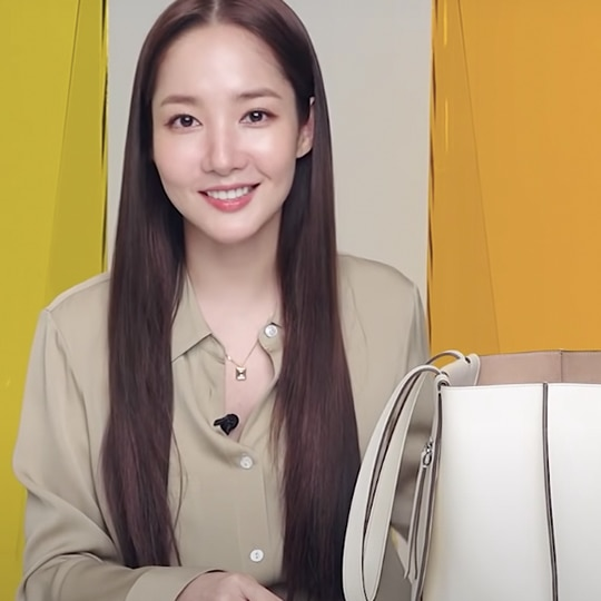 These Are All The Beauty Products In Park Min-Young's Bag