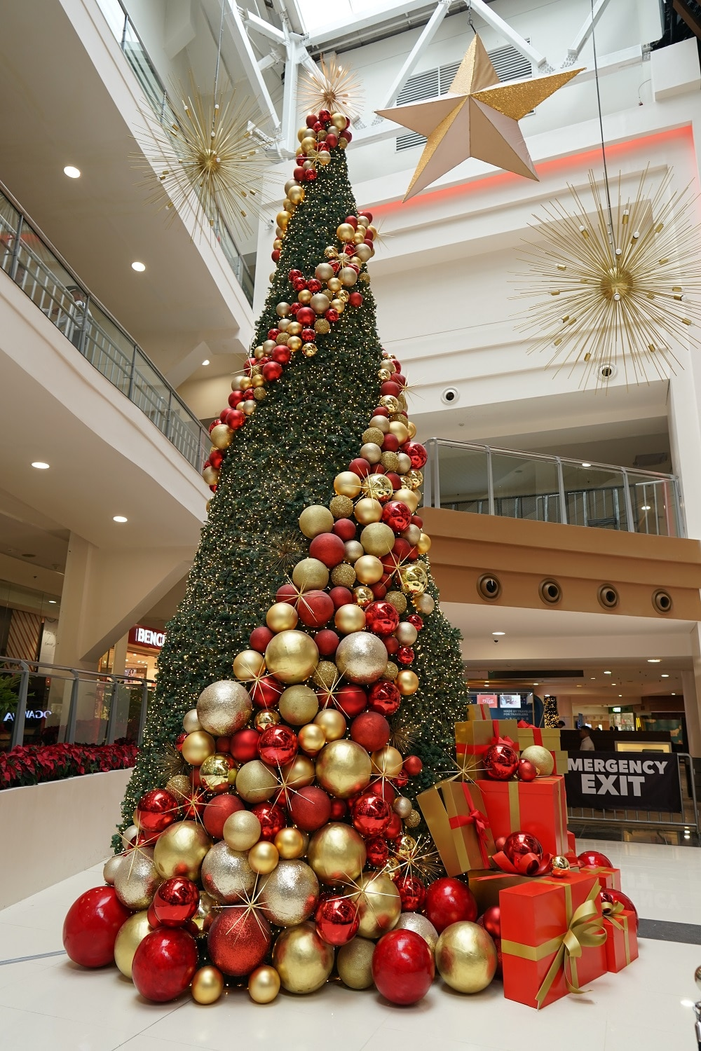 10 Magnificent Christmas Trees Around The Metro To Take Inspiration From Metro Style