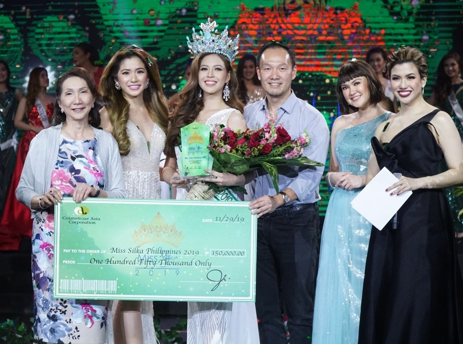 (L-R) COSMETIQUE ASIA CORPORATION CHIEF FINANCE OFFICER MRS. JUANITA CO, MISS SILKA PHILIPPINES 2018 MARAIAH QUEEN ARCETA FROM CEBU, MISS SILKA PHILIPPINES 2019 MS. JAIMEE NICOLE ANGELES MANIO OF PAMPANGA, COSMETIQUE ASIA CORPORATION CHIEF OPERATING OFFICER MR. JANSSEN CO, NEW FACE OF SILKA GREEN PAPAYA MS. ANGELICA PANGANIBAN, SINGER, ACTRESS AND HOST YANAH LAUREL