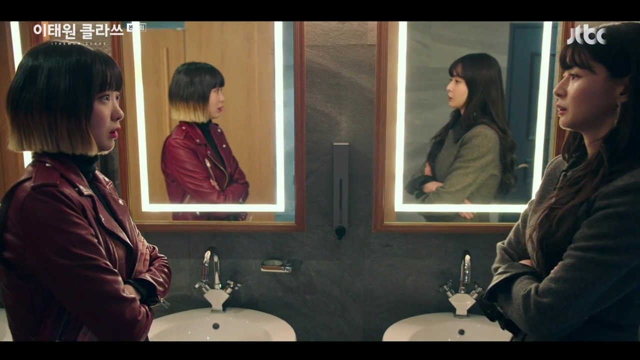 Jo Yi Seo and Oh Soo Ah face off in the toilet in Itaewon Class
