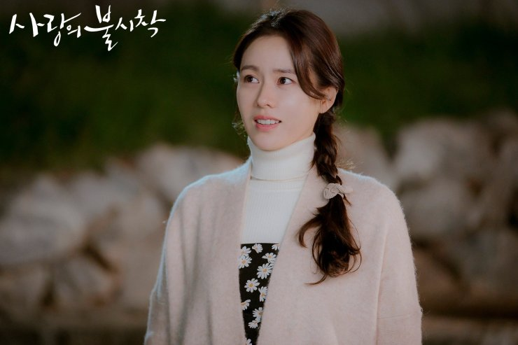 A very pared-down version of Yoon Se-ri, as she finds her way through North Korea