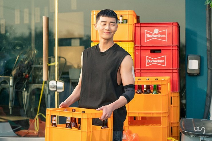 Park Seo Joon got the iconic chestnut haircut for Itaewon Class role