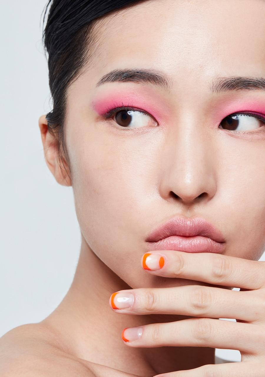 Pink eyeshadow is a pretty alternative to peach, both equally flattering for Asian skin tones!