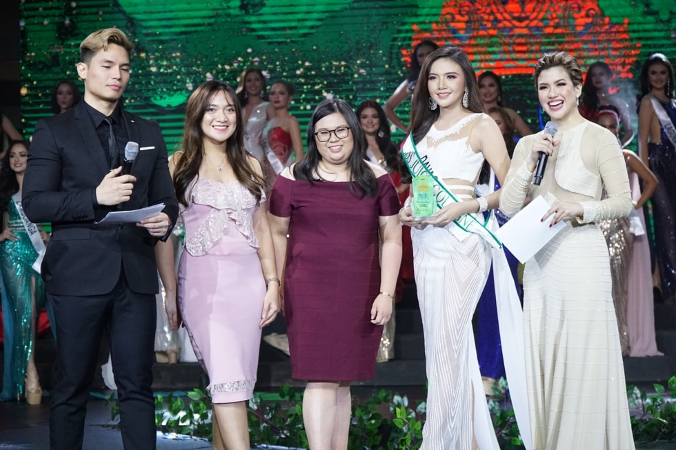 (L-R) RADIO DJ SEAN KYLE, COSMETIQUE ASIA CORPORATION ASSISTANT BRAND MANAGER FOR BIOGENIC MS. RAESSY ANGELES, COSMETIQUE ASIA CORPORATION BRAND ASSISTANT FOR JUICY MS. ANDREE FELICIA TAN, MS. KATHLYN CAMILLE LEE FROM DAVAO, SINGER, ACTRESS AND HOST YANAH LAUREL