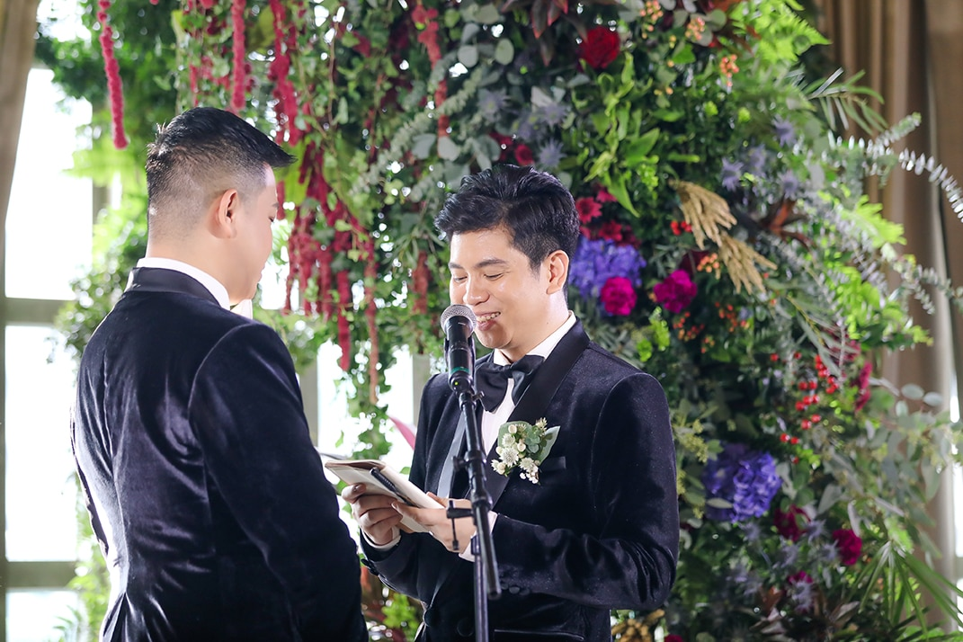 Exchanging vows against a Gary Dacanay floral arch