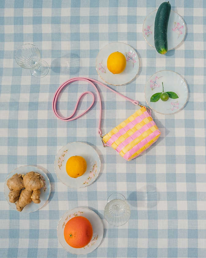 XXS woven sling bag with juicing kit