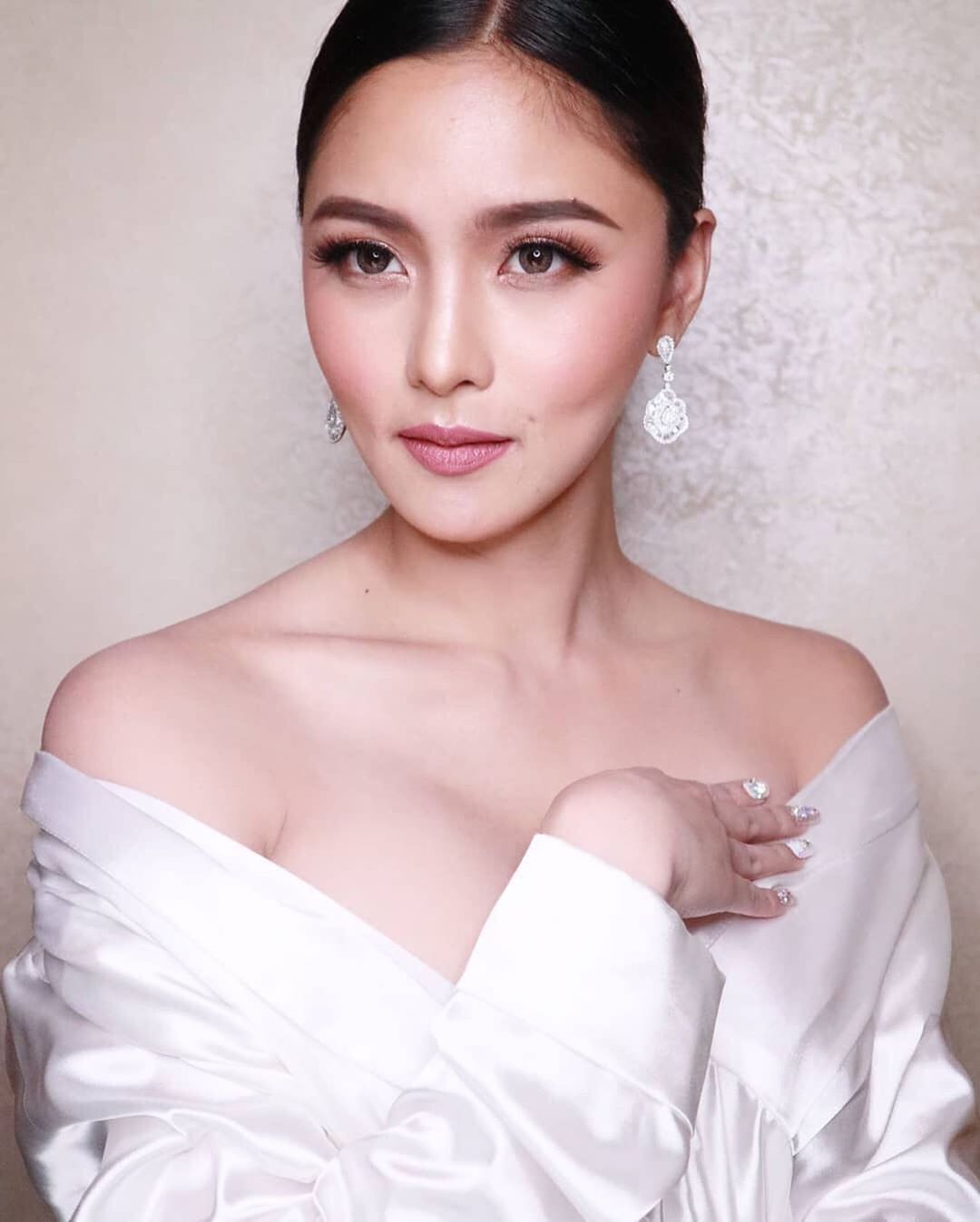 Kim Chiu with a lined eye