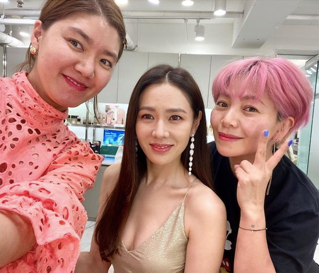Ye-jin with her glam team: Mi-jeong (hair), and Mu Jin (makeup)