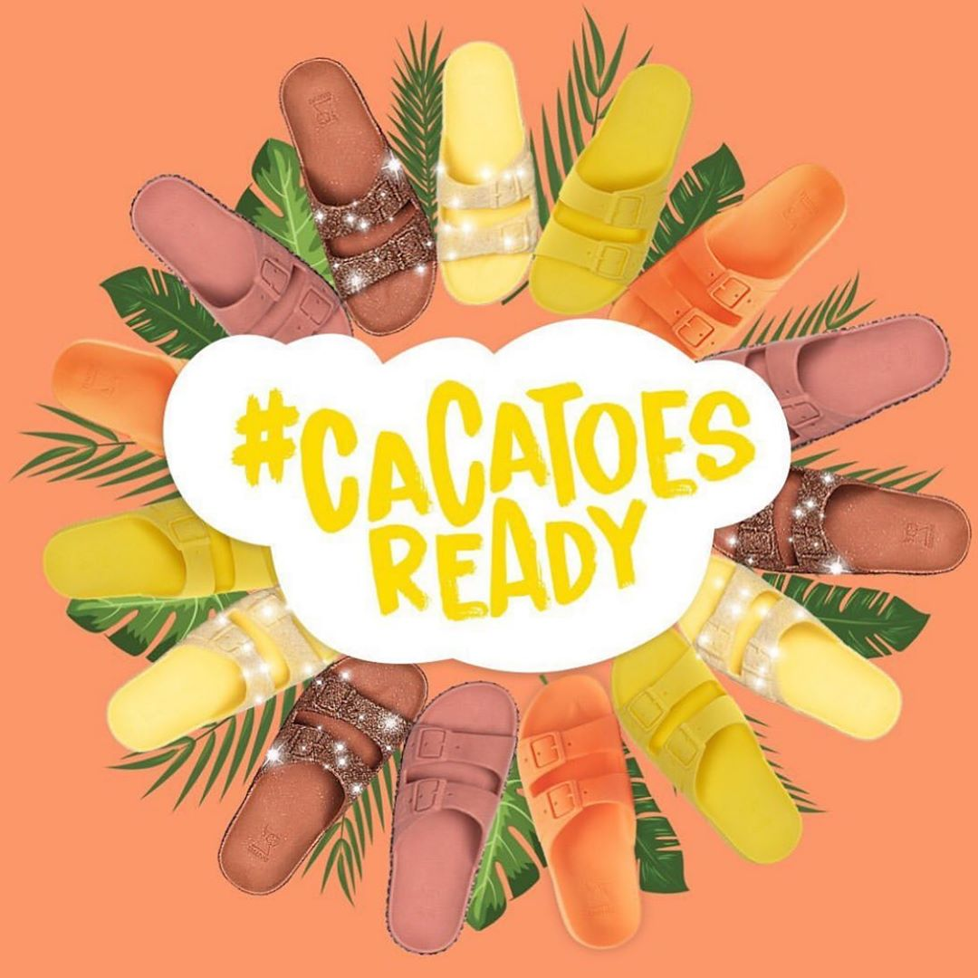 Take your pick from this Cacatoes wreath!